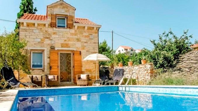 So schönen Urlaub online buchen ist ganz einfach: Ferienhäuser in idyllischer Lage in Dalmatien