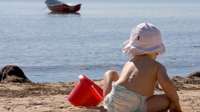 Urlaub mit Kleinkind am Strand